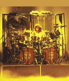 Neil's Rosewood Tama's that were used on the 'Permanent Waves' recording and tour. Neil's Rosewood Tama's that were used on the 'Permanent Waves' recording and tour. Rock And Roll Bands, Rock N Roll Music, Rock Bands, Rush Geddy Lee, A Farewell To Kings, Rush Music, Rush Concert, Rush Band, Neil Peart