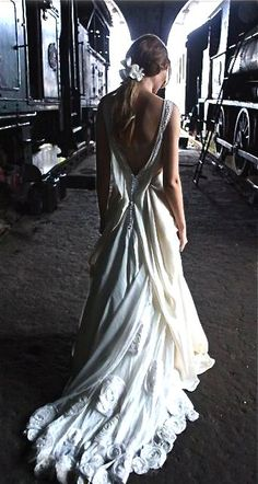 Emannuelle Junqueira➰ LadiesFashions #WomenFashions #WomenWear #FashionTheory #ReadyToWear #HauteCoutre #StyleFashion