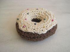 Alfiletero donut realizado en crochet