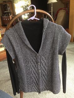 Cardi pattern by Bonne Marie Burns Ravelry: Elisbeth Cardi pattern by Bonne Marie Burns Includes instructions for long sleeve.Ravelry: Elisbeth Cardi pattern by Bonne Marie Burns Includes instructions for long sleeve. Knit Vest Pattern, Sweater Knitting Patterns, Knit Patterns, Free Knitting, Handgestrickte Pullover, Knit Or Crochet, Online Shopping Clothes, Pulls, Knitwear