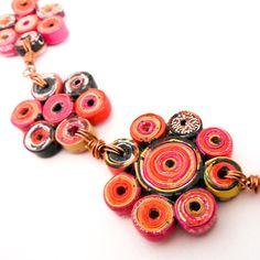 Collar de Papel Reciclado en Forma de Flores con Alambre de Cobre