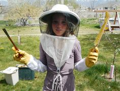4 Tips for Beekeeping with Children - Photo by Tessa Zundel (HobbyFarms.com)