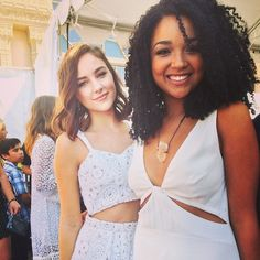 Aisha Dee and Haley Ramm looked absolutely gorgeous in white at the Teen Choice Awards!!   ABC Family   Chasing Life