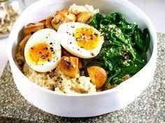 Unser beliebtes Rezept für Eier-Spinat-Bowl mit Porridge und mehr als 55.000 weitere kostenlose Rezepte auf LECKER.de.