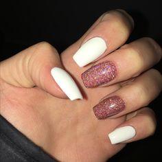 #white #rosegold #nails