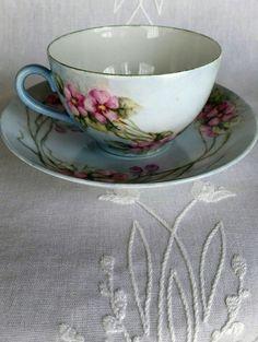 Taza de té de flor de Austria y platillo real Austria