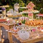 En la actualidad es muy común ver todas esas mesas de postres llenas de dulces, bollitos, donitas y un sin fin de degustaciones, pero en esta ocasión te quiero compartir unas ideas de candy bar pero salados, con picante y muchas cosas mas.