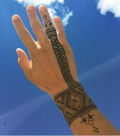25 Gorgeous Moroccan Mehndi Designs to Try - henna - Henna Designs Hand Hand Tattoos For Guys, Finger Tattoos, Body Art Tattoos, Tribal Tattoos, Sleeve Tattoos, Paisley Tattoos, Tatoos, Men Henna Tattoo, Henna Tattoo Designs