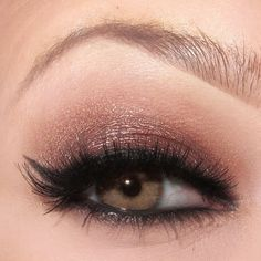 Copper-toned eye makeup really brings out green eyes. Great for fair-skinned ladies.