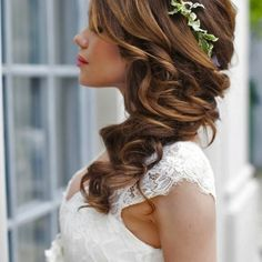 White dress, easy hairstyles to do yourself, long brown hair in a side ponytail wedding Side Hairstyles, Ponytail Hairstyles, Wedding Hairstyles, Hairstyle Ideas, Amazing Hairstyles, Popular Hairstyles, Side Ponytail Wedding, Curly Bridal Hair, Long Brown Hair