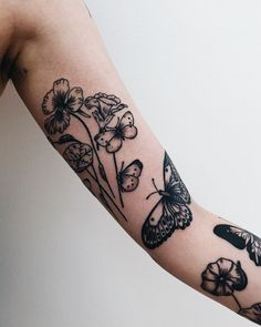 Botanical tattoos by Finley Jordan inked on the left arm Piercing Tattoo, Botanisches Tattoo, Arm Tattoos, Body Art Tattoos, Small Tattoos, Sleeve Tattoos, Cool Tattoos, Piercings, Tatoos