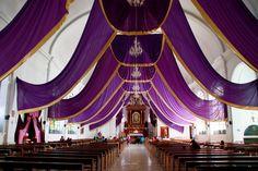 Iglesia de Sololá Guatemala con los colores que caracterizan el tiempo de adviento. por: @elninoo1989