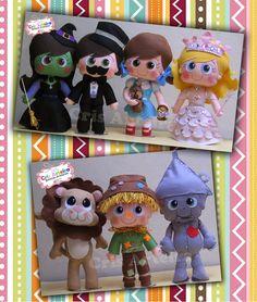 Kit com bonecos O Mágico de Oz, confeccionados em feltro. COmposto por Dorothy, Totó, o Mágico de Oz, Glinda, Elphaba, Espantalho, Homem de Lata e Leão.