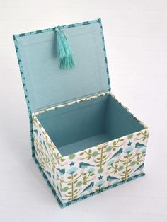 Great photo samples of covered boxes Cardboard Storage, Cardboard Box Crafts, Fabric Covered Boxes, Fabric Boxes, Diy Gift Box, Diy Box, Diy Para A Casa, Diy Paper, Paper Crafts