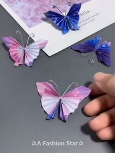 Papier gestalten 8 Easy Origami Ideas - Fun Paper Crafts - Butterfly DIY Bracelets Past and Prestent Diy Crafts Hacks, Diy Crafts For Gifts, Diy Arts And Crafts, Diy Crafts Videos, Creative Crafts, Diy Videos, Paper Flowers Craft, Paper Crafts Origami, Paper Crafts For Kids