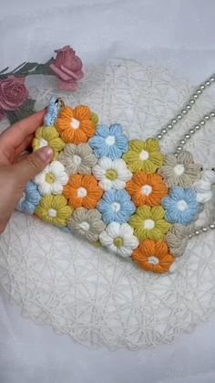 Crochet Bag Tutorials, Crochet Crafts, Yarn Crafts, Crochet Projects, Crochet Stitches, Crochet Hooks, Knit Crochet, Crochet Handbags, Crochet Purses