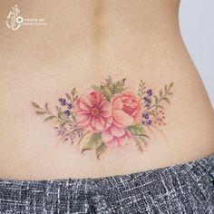 블루베리와 꽃의 아름다운 조화