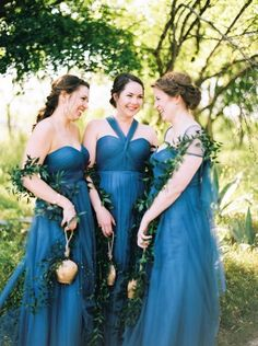 10 Beautiful & Creative Alternatives To Traditional Bridesmaid Bouquets - Cow Bells