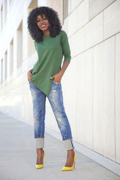 Asymmetric Top + Distressed Boyfriend Jeans = Effortlessly Chic!