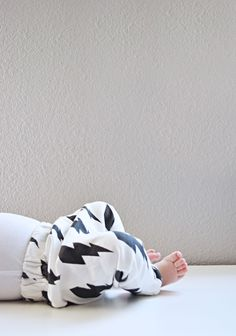 DIY Baby Slouchy Leggings - FREE Sewing Tutorial