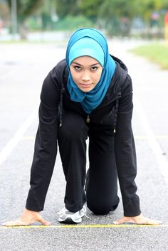 Sarah Attar - the other Saudi female athlete for OLYMPICS. Olympics: Saudi Arabia's female athletes score a major breakthrough for Muslim women Turban, Modest Workout Clothes, Workout Outfits, Modele Hijab, Islam Women, Islamic Fashion, Living At Home, Sport Girl, Female Athletes