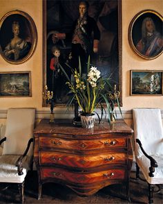 Christies Auction - Nobel & Private Collections - 2/3 November 2016 - London - commode - Antiques - Classic - 18th century - oval paintings
