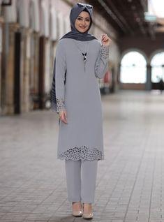 Pakistani Fashion Casual, Muslim Fashion, Modest Fashion, Hijab Fashion, Modest Dresses, Modest Outfits, Habits Musulmans, Mode Costume, Mode Simple