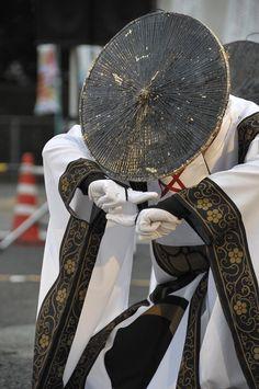 福岡で結成されたよさこいチームが話題になっている。お祭りで踊られるよさこいはにぎやかなものが多い中、「太宰府ま…