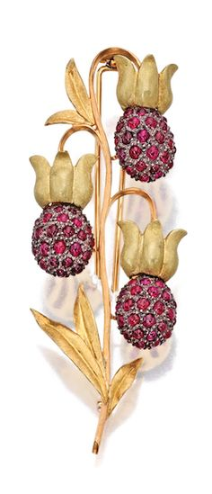 An 18 K Two Color Gold and Ruby Floral Brooch by Buccellati. Art Nouveau Jewelry, Jewelry Art, Antique Jewelry, Vintage Jewelry, Fine Jewelry, Jewelry Design, Jewellery, Faberge Eier, Floral Design