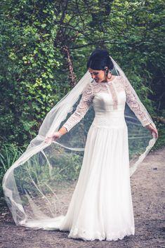 Bridal veil, beautiful veil for a wedding, wedding dress, vintage style. Tara Donoghue Photography, Weddings in Ireland.