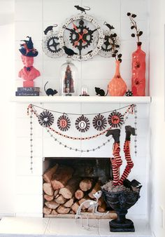 Halloween mantel with orange and black decorations.  This one was lots of fun to put together. #Halloweenmantel #Halloweendecorations #halloweendecor