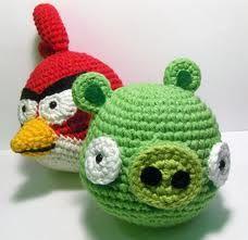 Nerdigurumi - Free Amigurumi Crochet Patterns with love for the Nerdy Angry Birds Red Cardinal and Green Pig Amigrumi Pattern Cute Crochet, Crochet For Kids, Crochet Crafts, Crochet Dolls, Yarn Crafts, Crochet Projects, Knit Crochet, Geek Crafts, Learn Crochet