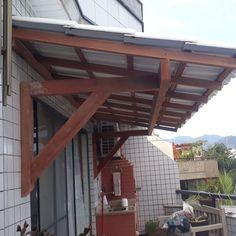Imagini pentru como fazer mao francesa telhado Bbq Cover, Pergola, Outdoor Structures, Houses, Outdoor Pergola