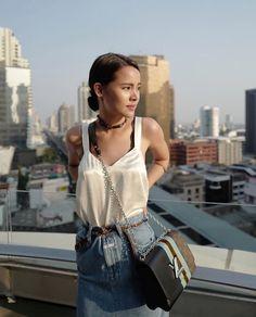 lily thai pisilés videó
