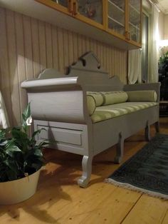 Swedish Decor, Swedish Style, Scandinavian Furniture, Scandinavian Design, Swedish Kitchen, Kitchen Sofa, Swedish Interiors, Daybeds, Benches