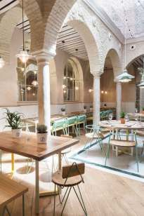 'El Pintón' in Sevilla by Lucas y Hernández-Gil Architects | Yellowtrace. Arching columns, white brick, courtyard dining, terrace