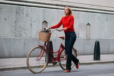 A look at street style from the third day of Stockholm Fashion Week Spring Stockholm Fashion Week, Stockholm Street Style, Street Style 2016, Street Style Women, Fashion Week 2015, Women's Fashion, Bike Style, Sweaters And Jeans, Cool Street Fashion
