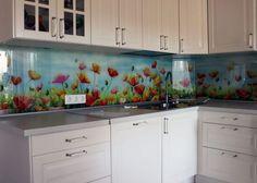 Mintás konyha hátfal ötletek - látványelem virágokkal, üveglappal vagy más burkolatokkal - Lakberendezés trendMagazin