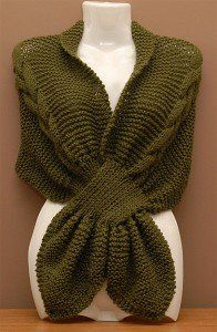 Hola Esta vez les traigo las instrucciones para realizar esta linda chalina con terminación de corbatín, que me pidió una de mis amigas. ... Crochet Hooded Scarf, Knit Cowl, Knitted Shawls, Crochet Scarves, Crochet Shawl, Knit Crochet, Knitting Designs, Knitting Patterns, Tricot D'art