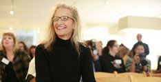 Annie Leibovitz  Life Through A Lens    Born in 1949 in Waterbury, Connecticut, Annie Leibovitz enrolled in the San Francisco Art Institute intent on studying painting. It was not until she traveled to Japan with her mother the summer after her sophomore year that she discovered her interest in taking photographs. When she returned to San Francisco that fall, she began taking night classes in photography. Time spent on a kibbutz in Israel allowed her to hone her skills further.