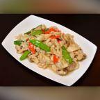Mushroom Chicken - Chicken breast, mushroom,snow peas, water chestnuts in a light creamy white sauce. | Kung Pao House
