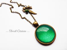 collier bronze avec médaillon vert pailleté de Cloméli Créations sur DaWanda.com