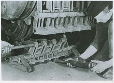The final assembly of track links on a Jagdtiger