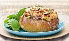 O pão da avó recheado é uma receita de sabor intenso, ideal para partilhar entre amigos, acompanhado de um bom copo de vinho.