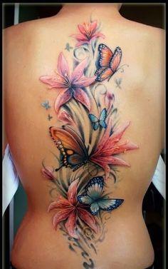 Tatuagem nas costas com borboleta