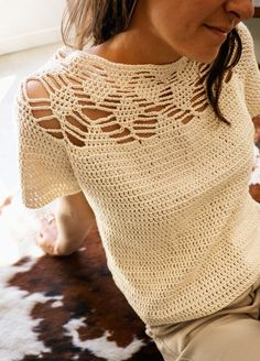 T-shirt Au Crochet, Gilet Crochet, Mode Crochet, Crochet Woman, Learn To Crochet, Crochet Hooks, Crochet T Shirts, Crochet Blouse, Crochet Clothes
