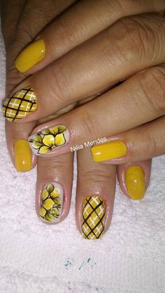 O outono chegou e com ele as tendências de moda que começam a tomar conta do visual feminino, são bolsas, calçados, roupas e unhas que aparecem com tudo nessa temporada e poderão ser vistas em todos os lugares. As unhas decoradas dão uma cor a mais ao visual feminino durante o outono e para esse… Daisy Nails, Flower Nails, Nail Designs Spring, Nail Art Designs, Spring Nails, Summer Nails, Nail Polish Style, Yellow Nails, Hot Nails