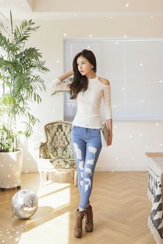 Open Shoulder Slim Tee