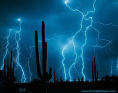 Awesome Pictures of Lightning | AMAZING DESERT LIGHTNING