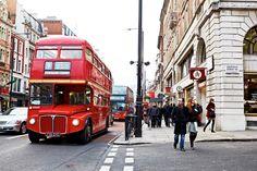 Piccadilly Circus, Sir Terence Conran ja London Eye. Muoti, tyyli ja Mamma Mia. Lontooseen on yhtä monta syytä matkustaa, kuin on matkustajiakin! #London #Lontoo #kaupunkiloma #Tjäreborg